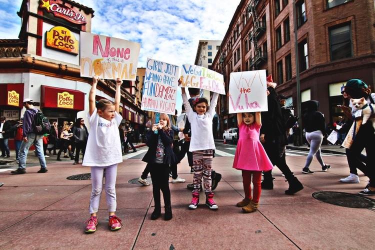 Hogyan legyünk lázadó lányok? Vélemény egy Unicef-kezdeményezésről