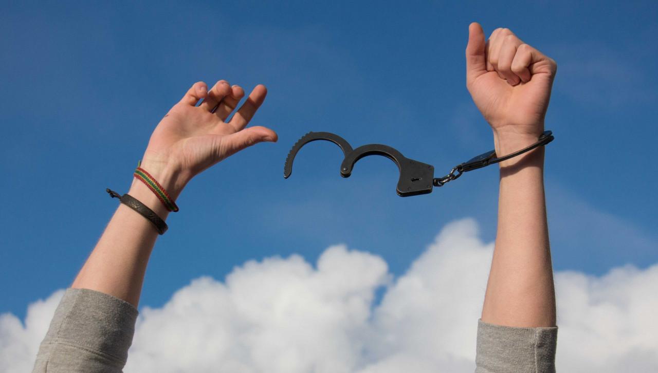 """""""A szorongás a szabadság szédülete""""- avagy hogyan félhetünk és igényelhetünk valamit egyszerre?"""